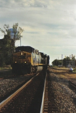 CSX 390 heads East , about to hit the transfer.